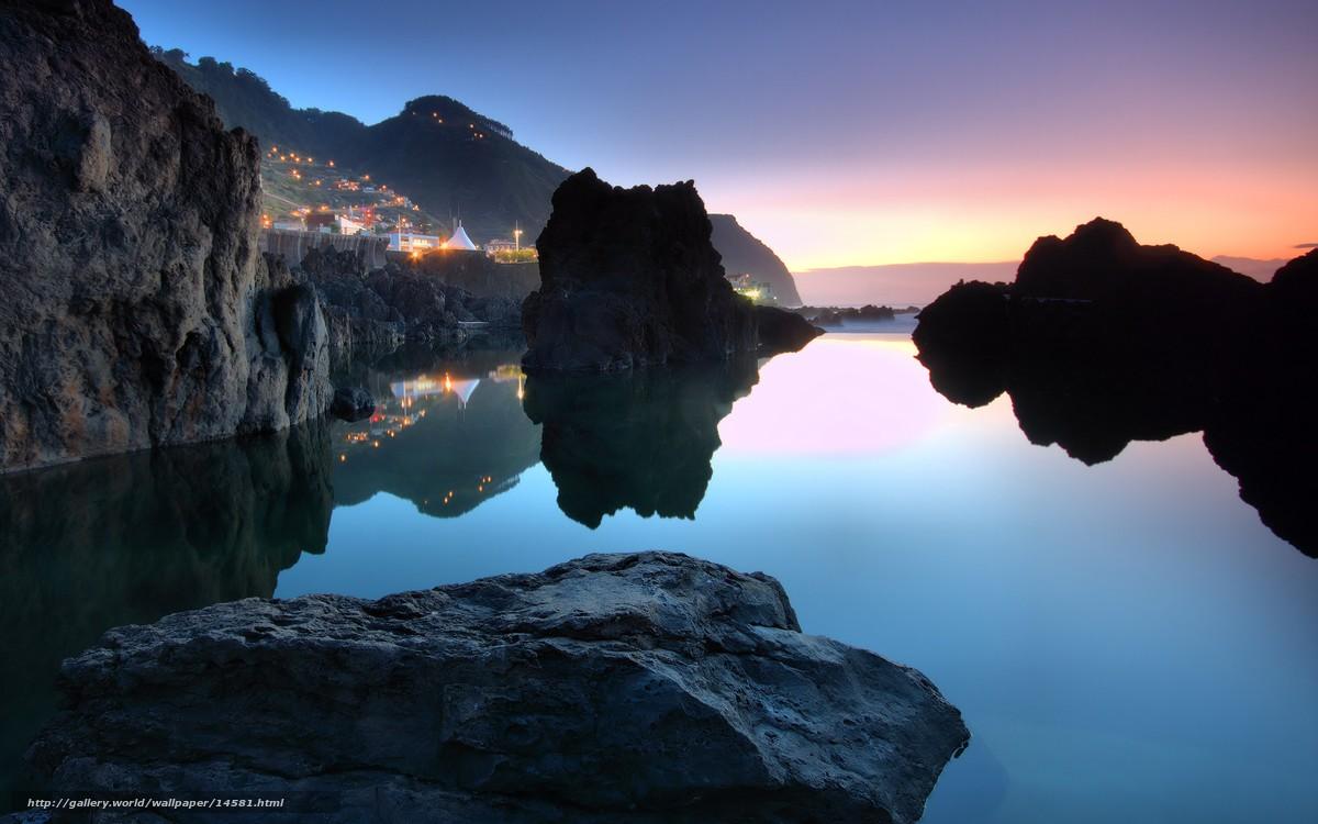 Скачать обои городок,  португалия,  океан,  камни бесплатно для рабочего стола в разрешении 2560x1600 — картинка №14581