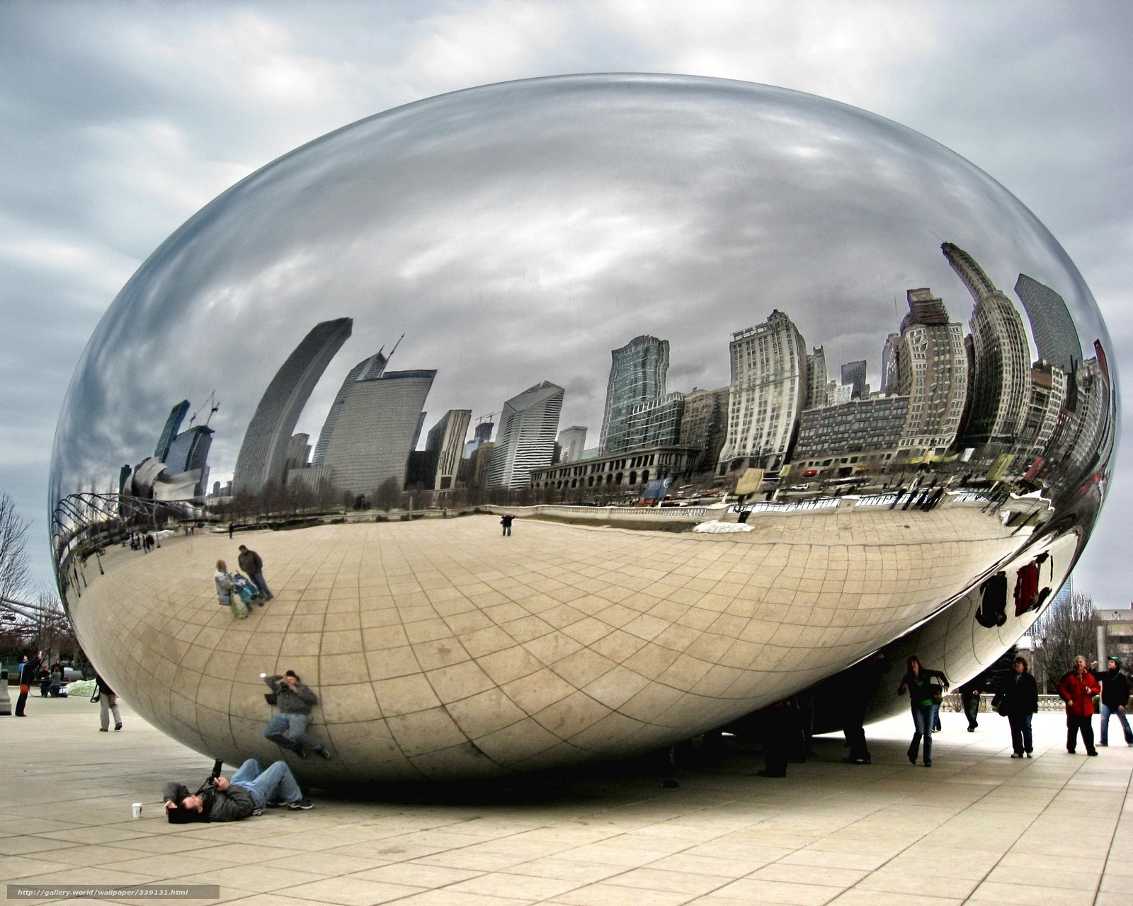 Download wallpaper mirror,  people,  city,  Tourists free desktop wallpaper in the resolution 2560x2048 — picture №339131