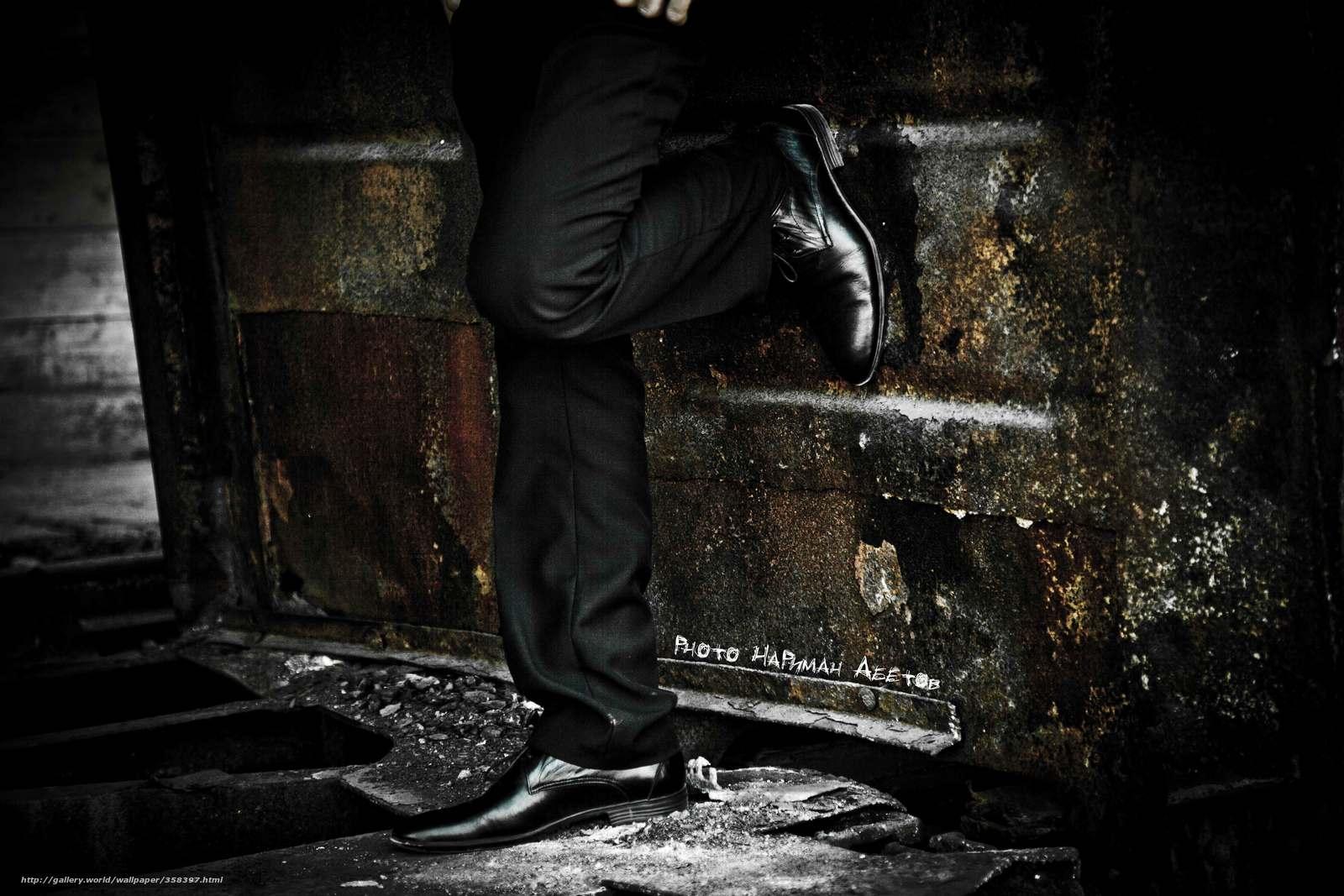 Скачать обои ноги,  туфли,  железо. бесплатно для рабочего стола в разрешении 5616x3744 — картинка №358397