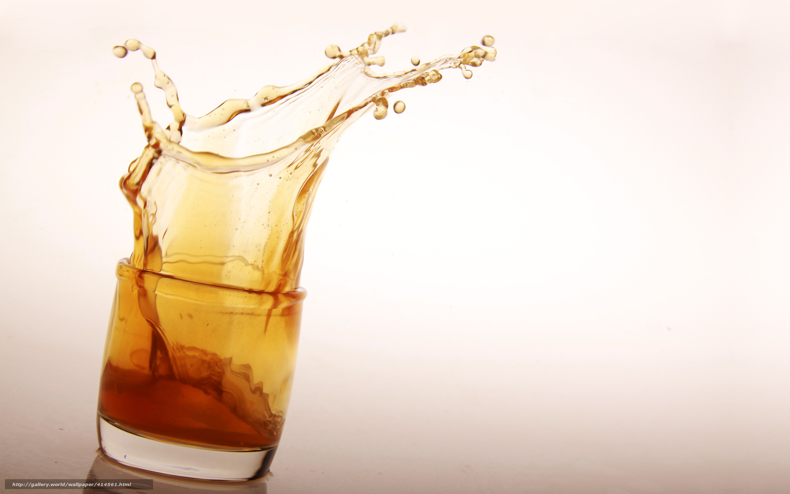 Download wallpaper goblet,  glass,  whiskey,  spray free desktop wallpaper in the resolution 1680x1050 — picture №414561