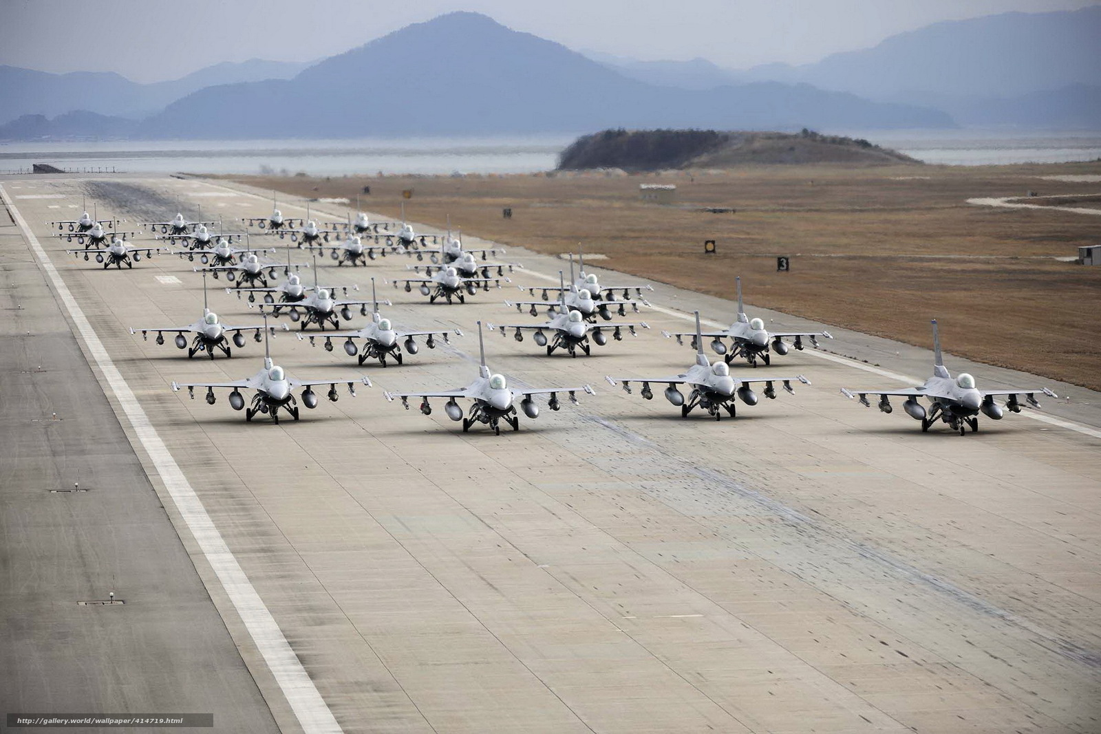 Скачать обои самолёты,  аэродром,  оружие бесплатно для рабочего стола в разрешении 1920x1280 — картинка №414719