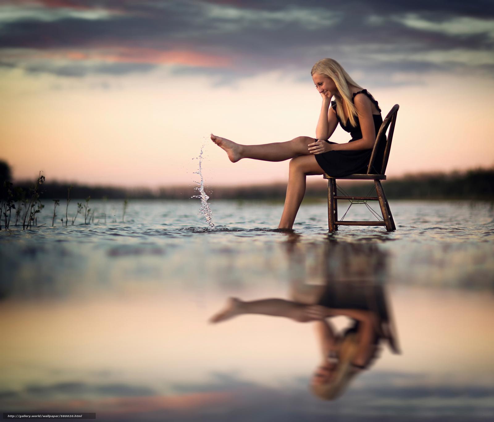 Скачать обои отражение,  стул,  всплеск,  вода бесплатно для рабочего стола в разрешении 2048x1751 — картинка №580020