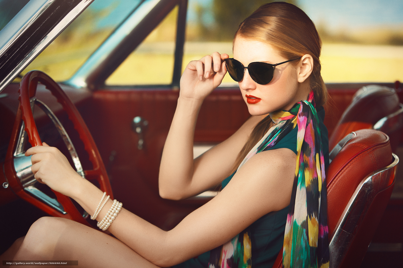 Скачать обои очки,  автомобиль,  девушка,  браслет бесплатно для рабочего стола в разрешении 2048x1365 — картинка №586698