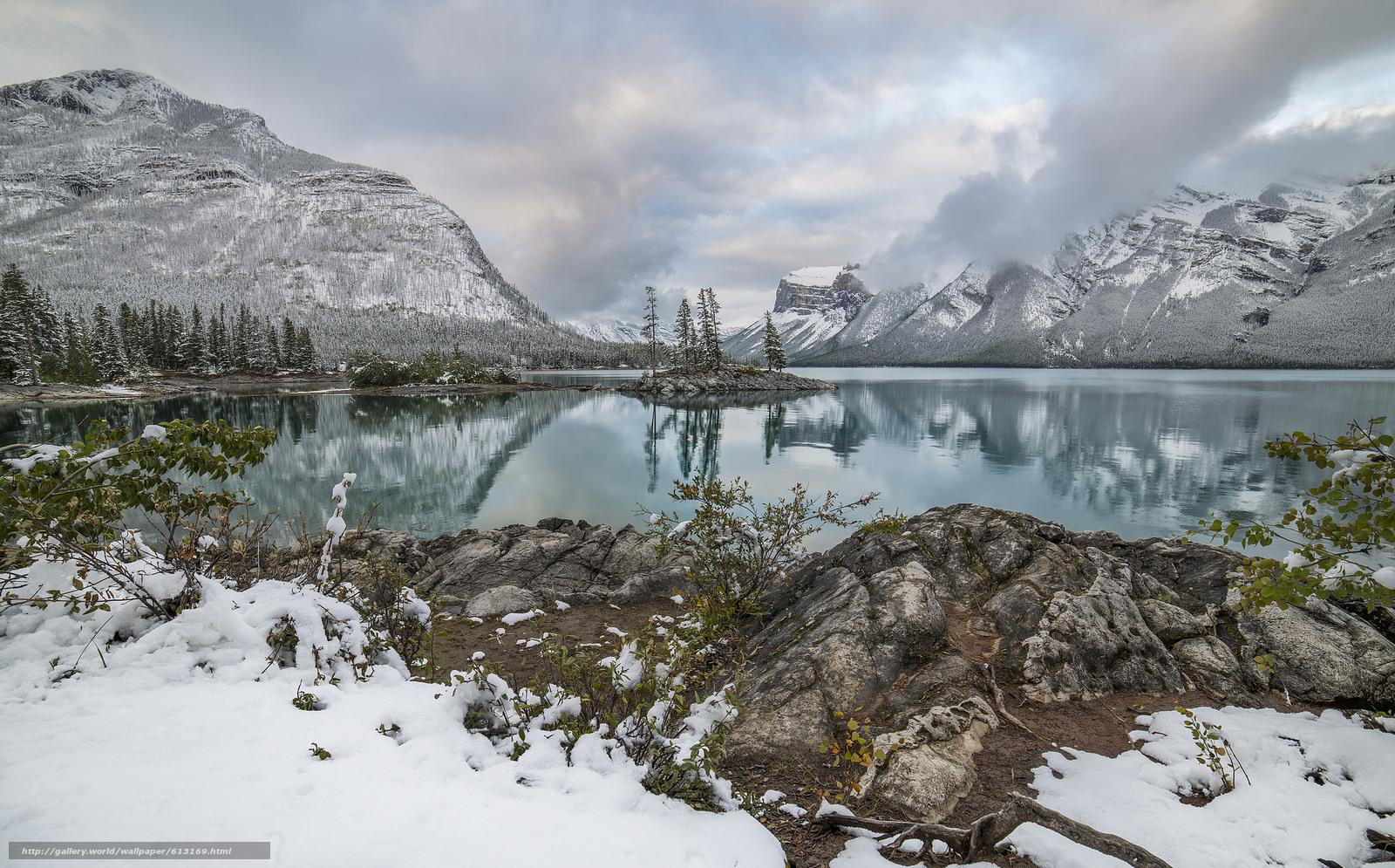 Скачать обои Lake Minnewanka,  Canadian Rockies,  Banff National Park,  Alberta бесплатно для рабочего стола в разрешении 2048x1274 — картинка №613169