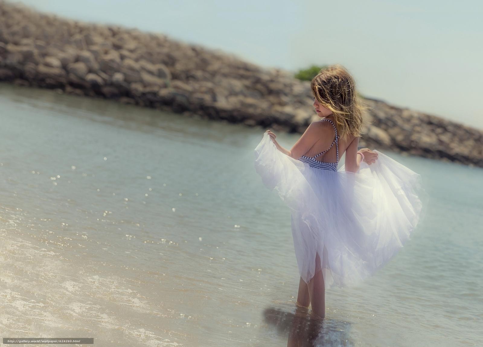Скачать обои девочка,  юбка,  море,  настроение бесплатно для рабочего стола в разрешении 2048x1471 — картинка №619295