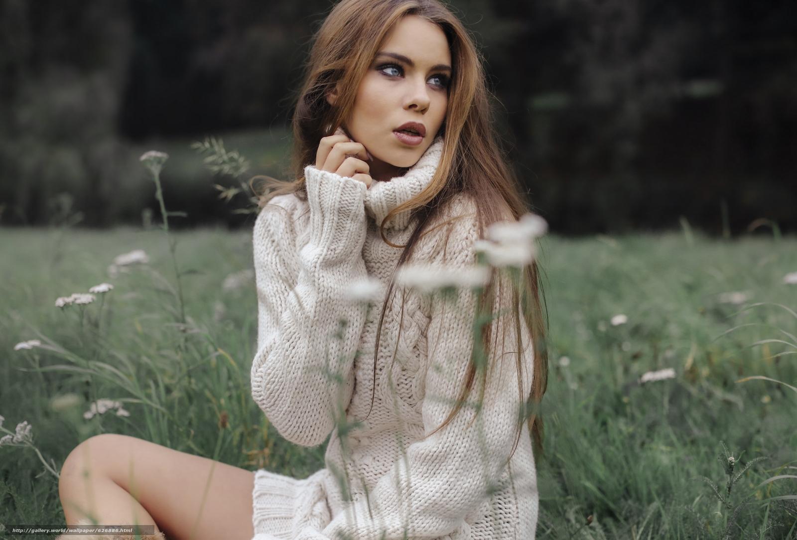Скачать обои Tiziana Di Garbo,  модель,  свитер,  луг бесплатно для рабочего стола в разрешении 3600x2439 — картинка №626886