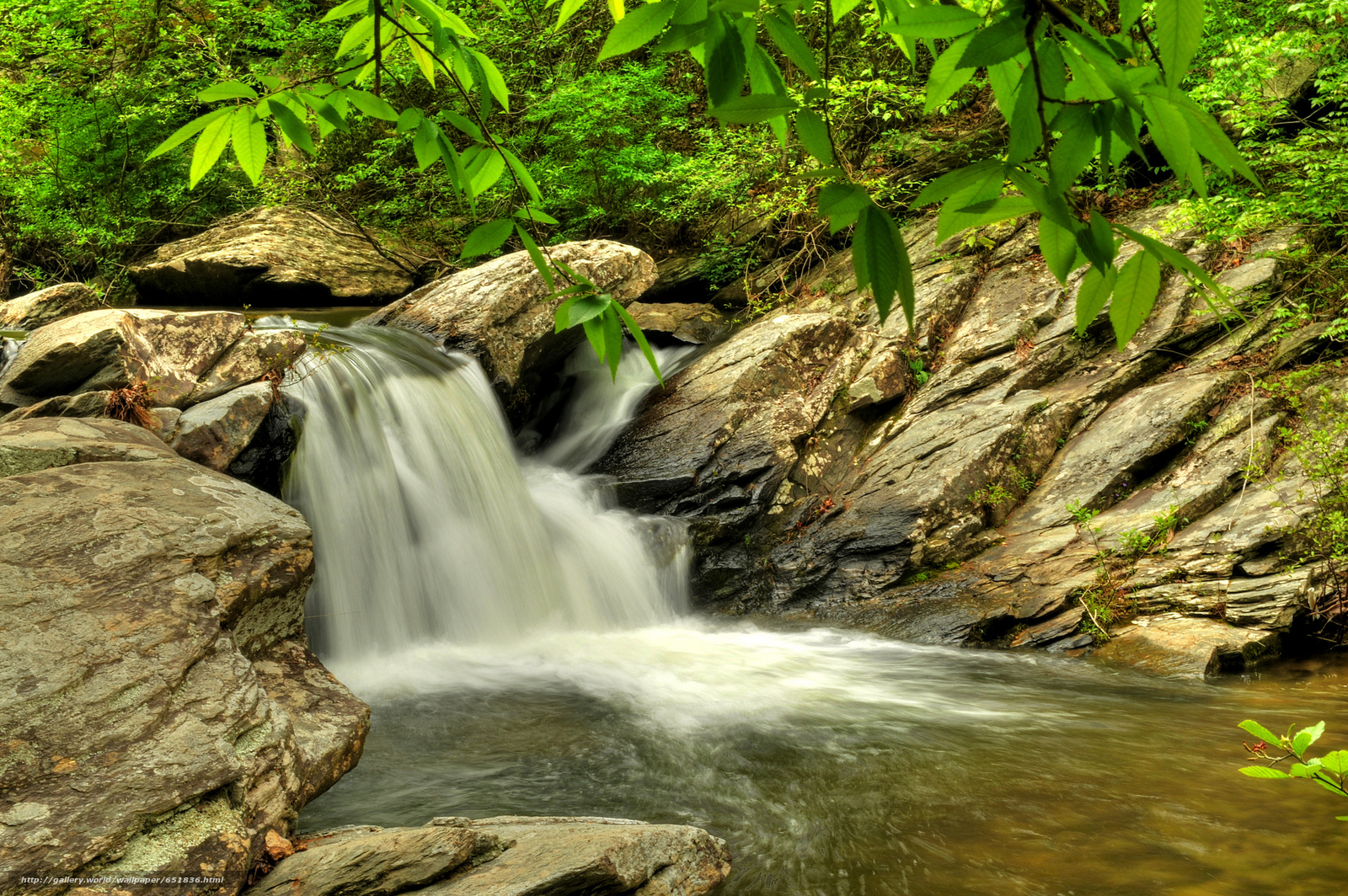 Скачать обои водопад,  скалы,  река,  лес бесплатно для рабочего стола в разрешении 2048x1362 — картинка №651836