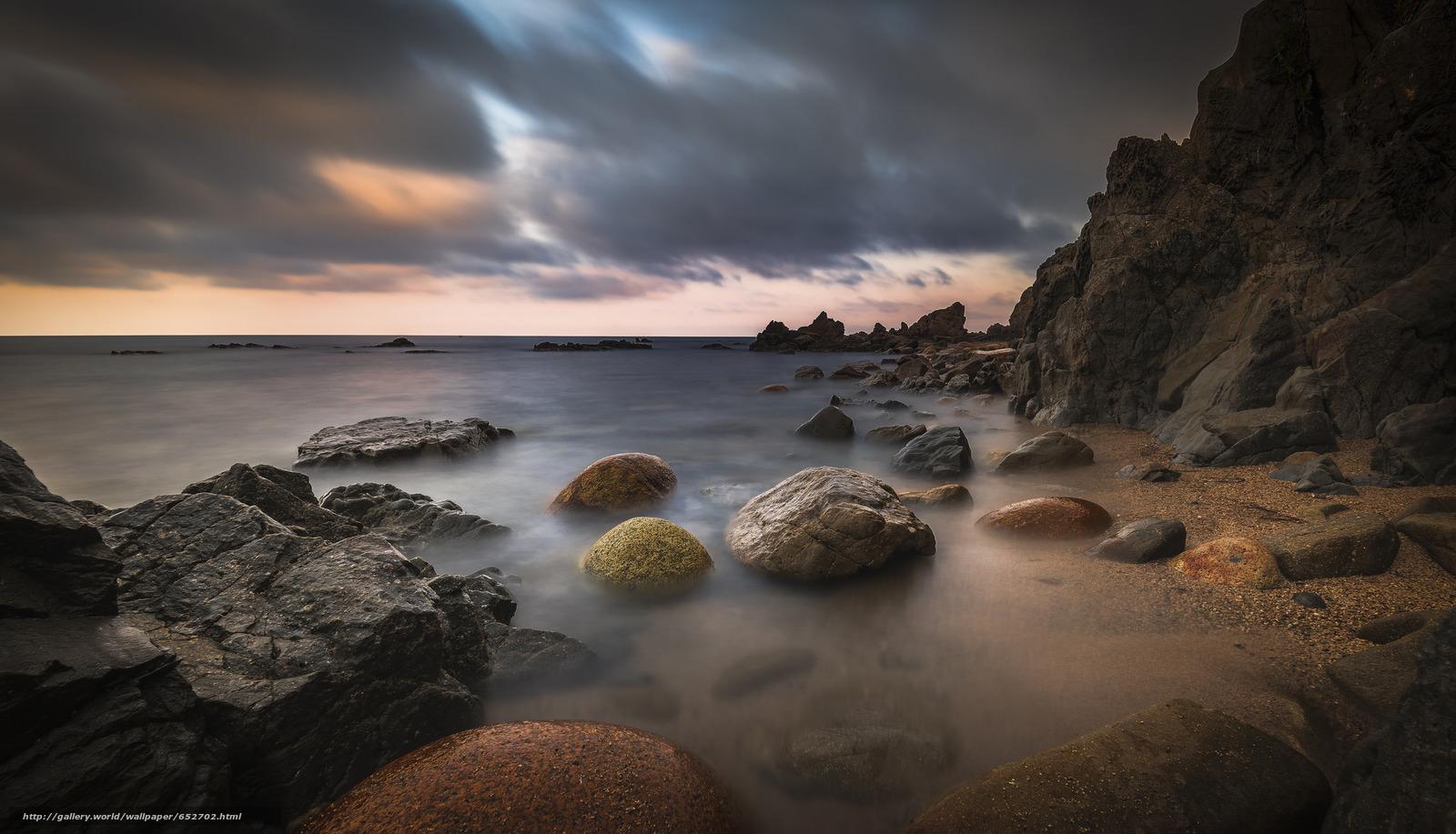 Скачать обои море,  камни,  берег,  тучи бесплатно для рабочего стола в разрешении 2048x1174 — картинка №652702