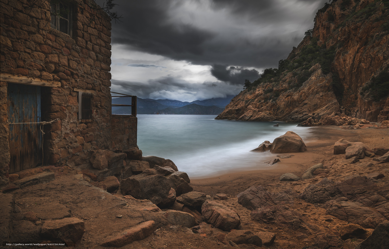 Скачать обои море,  камни,  небо,  тучи бесплатно для рабочего стола в разрешении 2048x1311 — картинка №652726