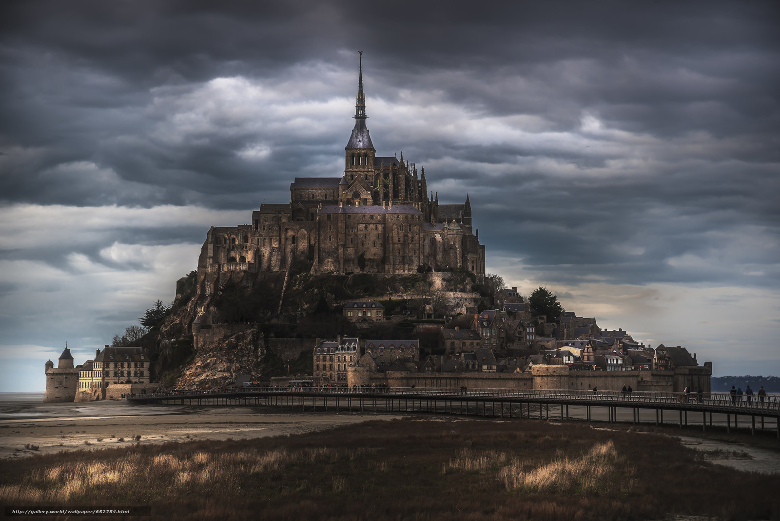 Download wallpaper castle,  CLOUDS,  architecture free desktop wallpaper in the resolution 2048x1367 — picture №652754
