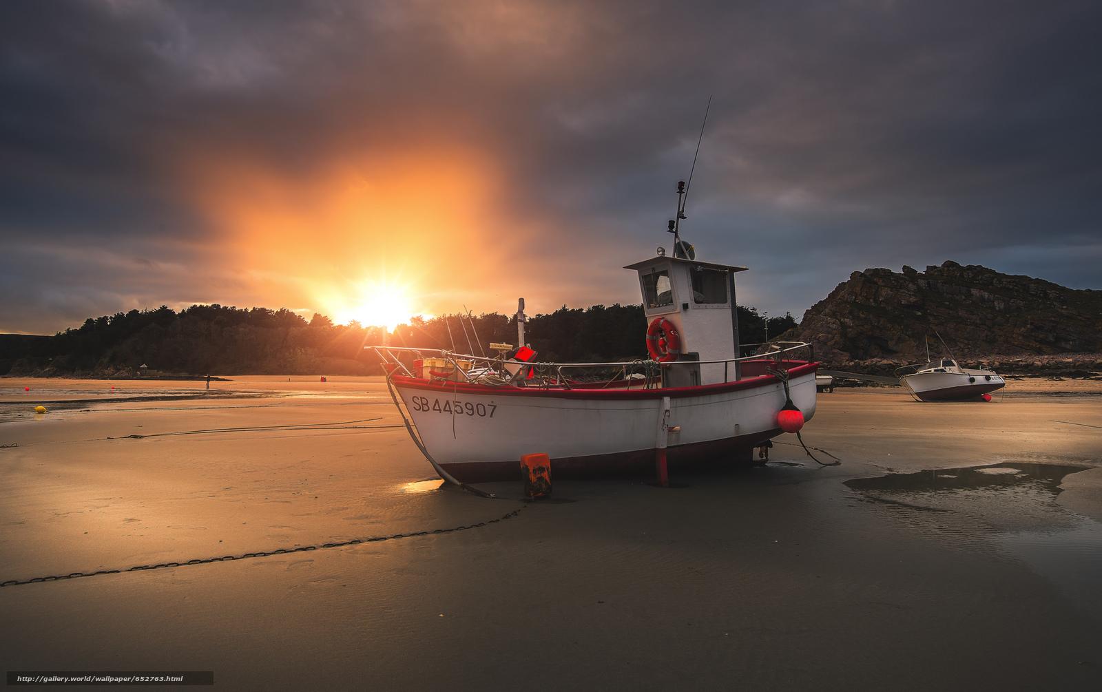Скачать обои лодка,  берег,  закат бесплатно для рабочего стола в разрешении 2048x1286 — картинка №652763
