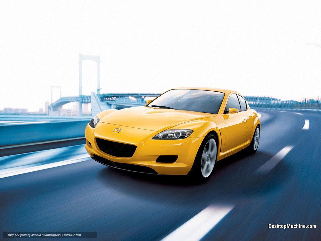 走行する黄色いマツダRX-8
