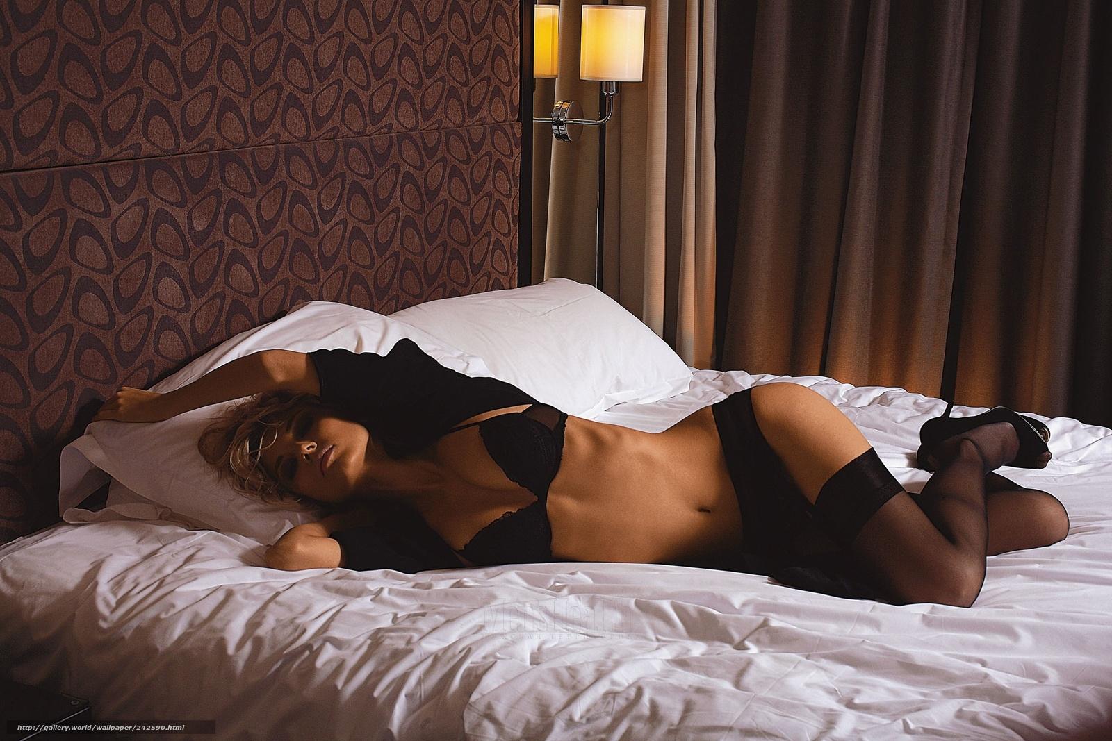 С девушкой в кровати 18 фотография
