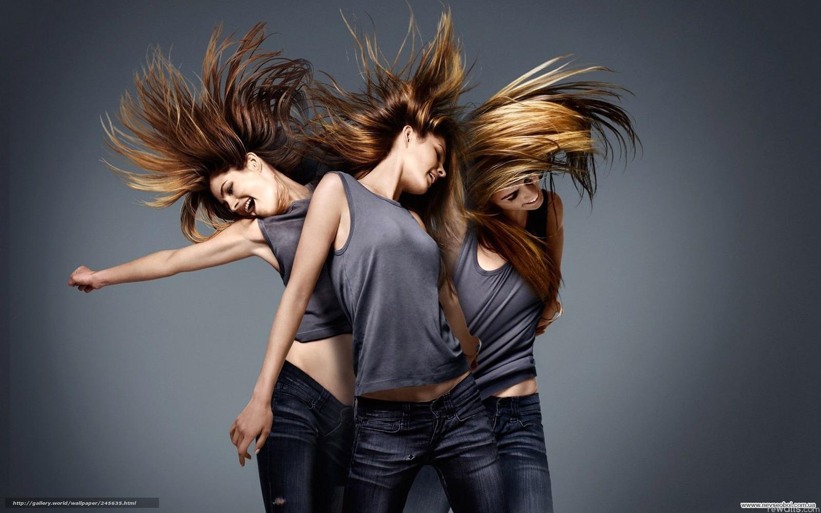Фото девушка танцует волосами