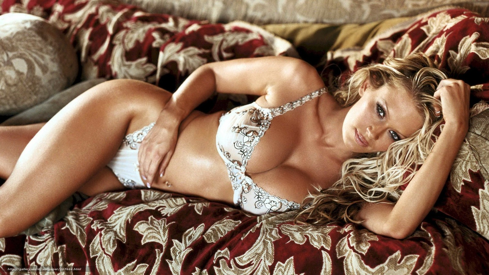 Сексуальные девушки в белье и купальниках 29 фотография