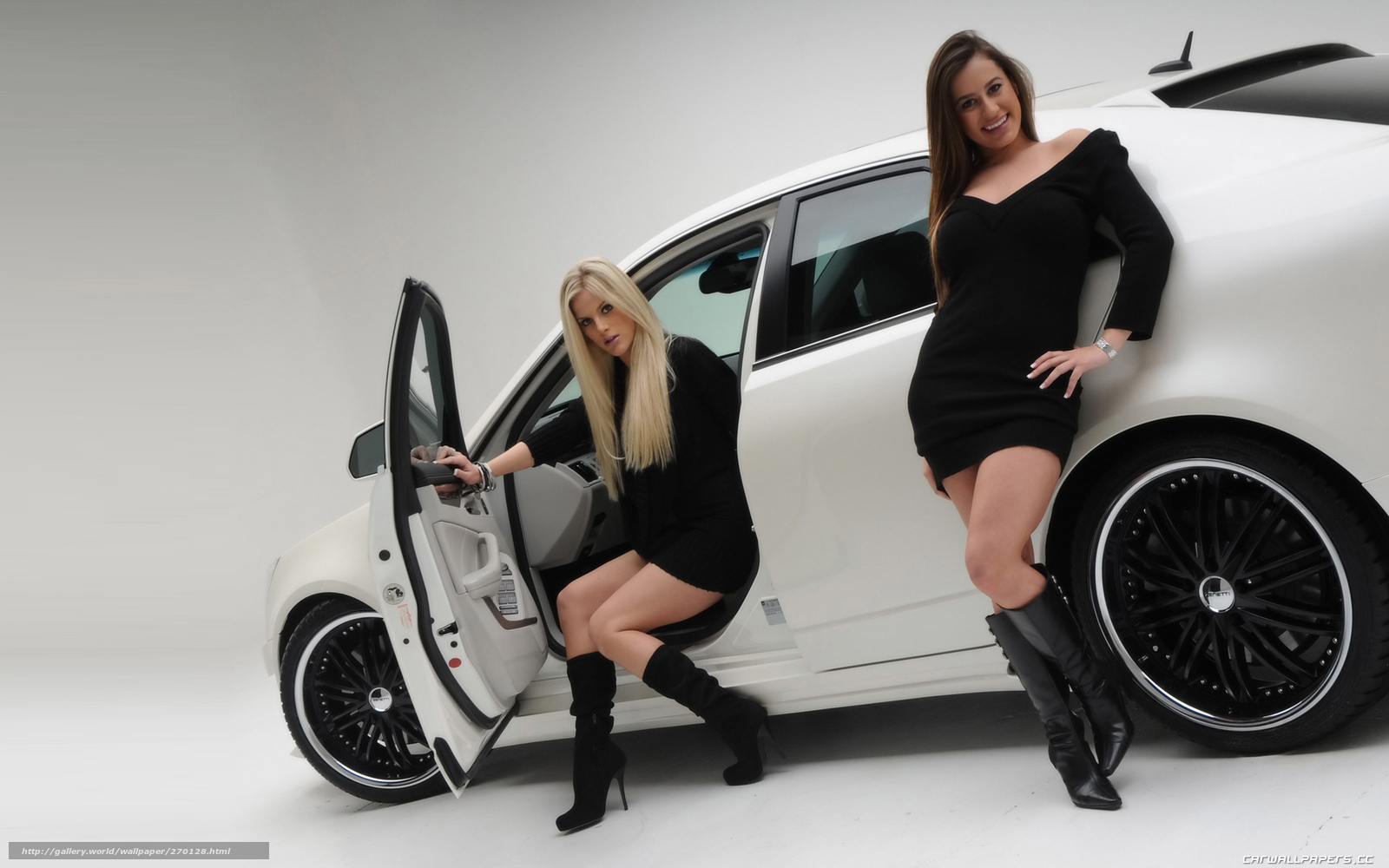 Фото голых девочек в машине 11 фотография