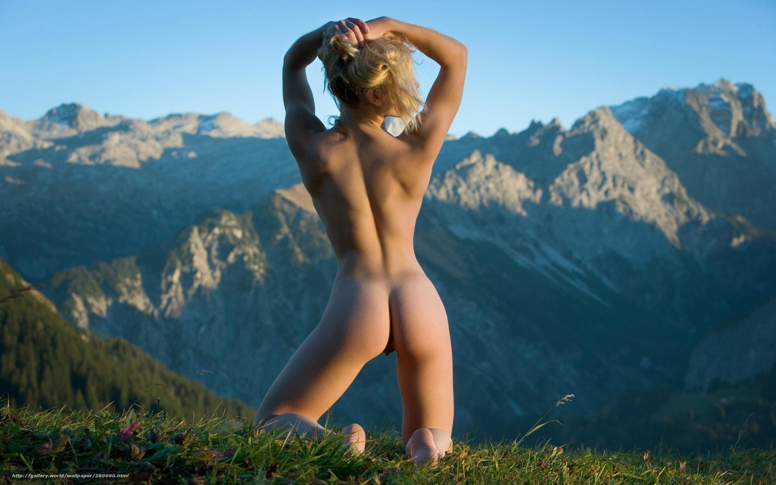 Эротика на фоне пейзажей 7 фотография