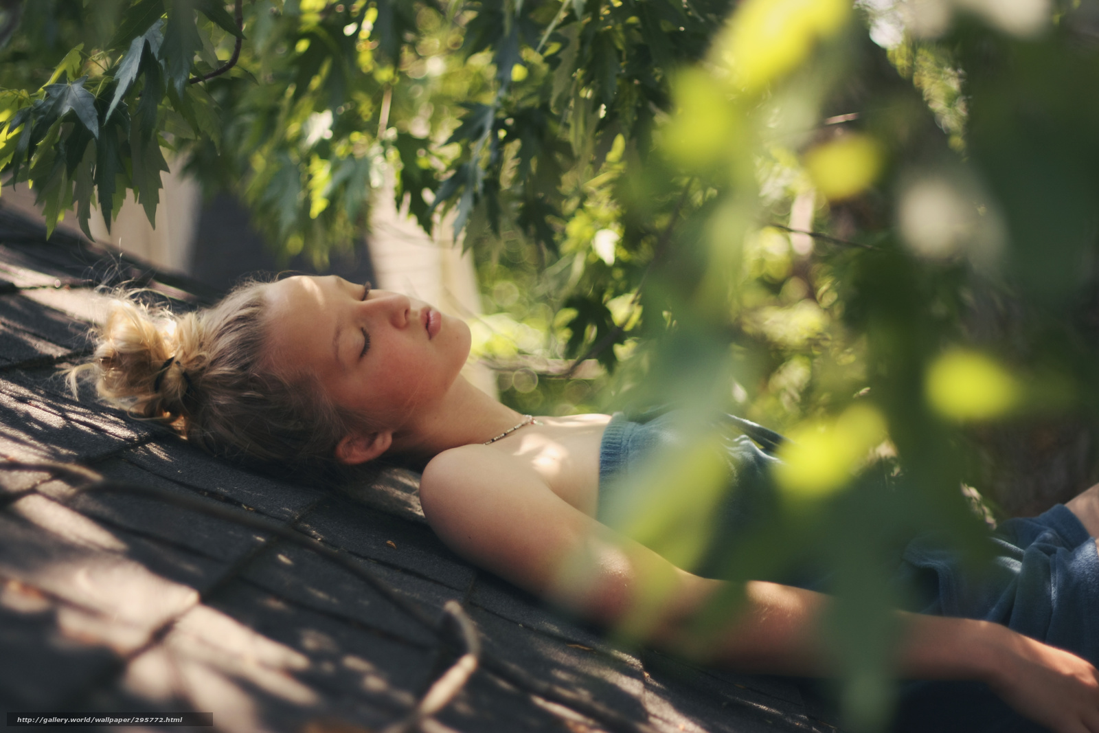 Спящая молодая девушка 17 фотография