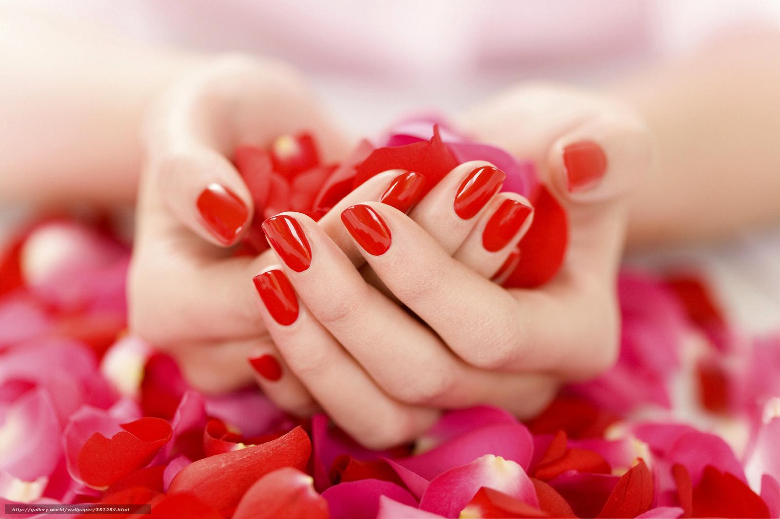 Педикюр красный с розами