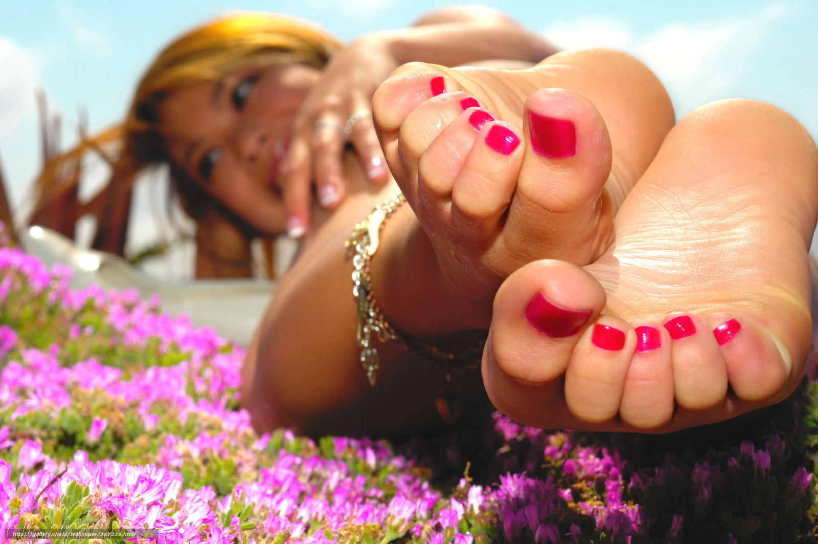 Сладкие женские пяточки 5 фотография