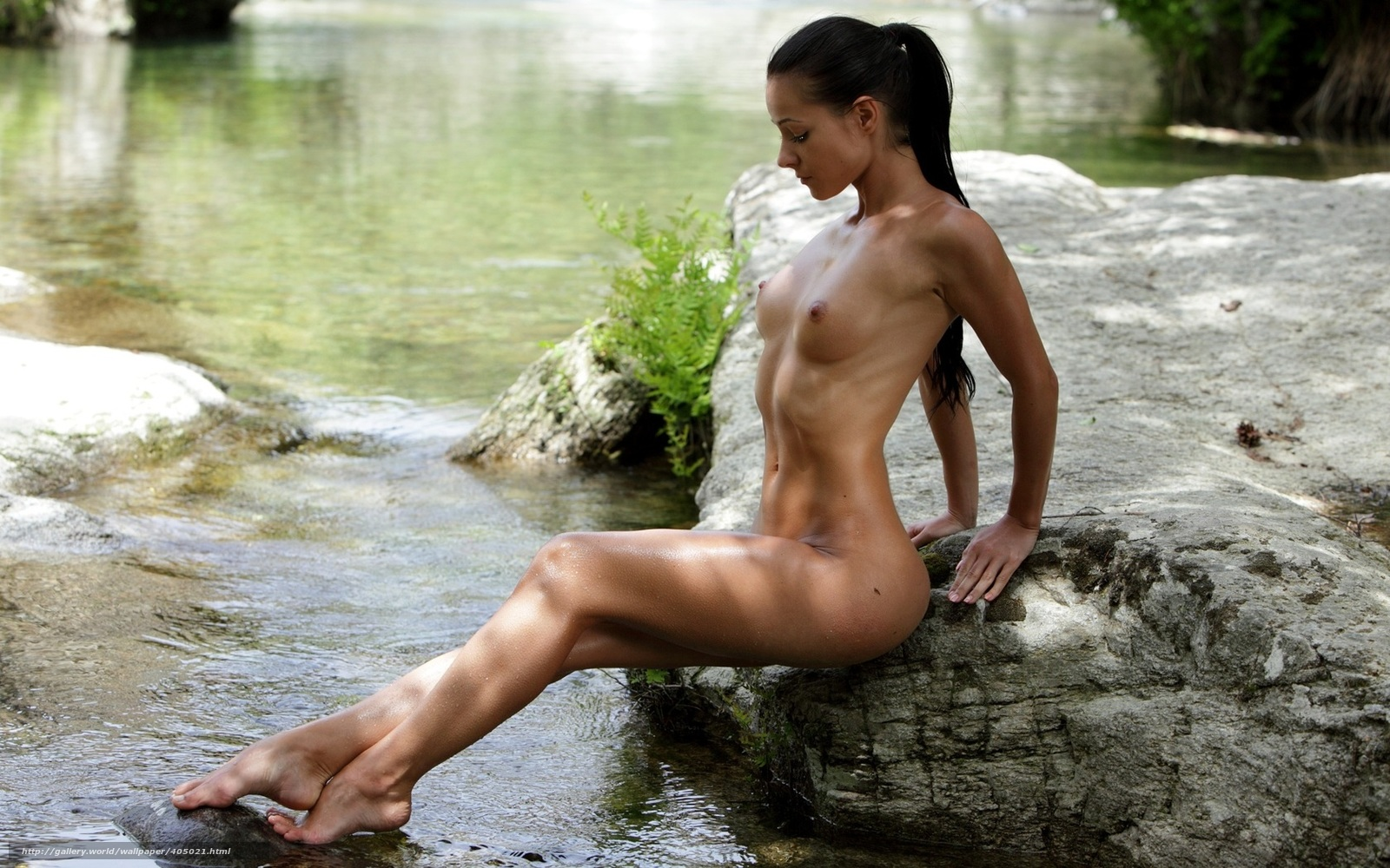 kupanie-golih-devushek