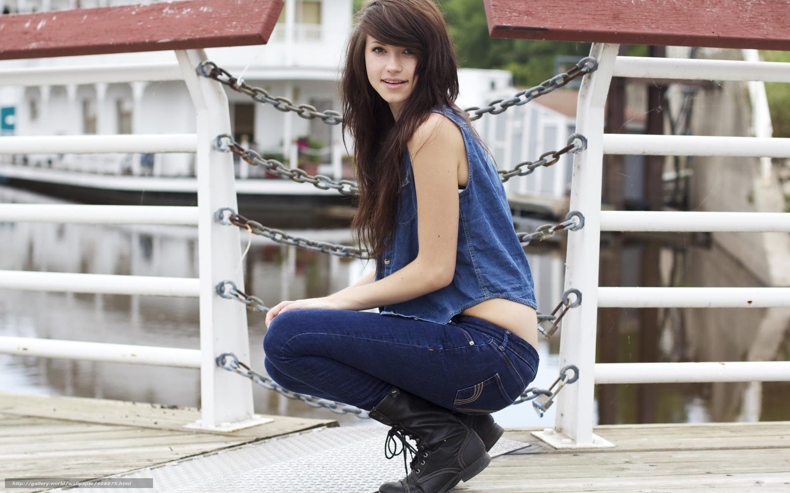 Фотосессия девушек брюнеток в джинсах 12 фотография