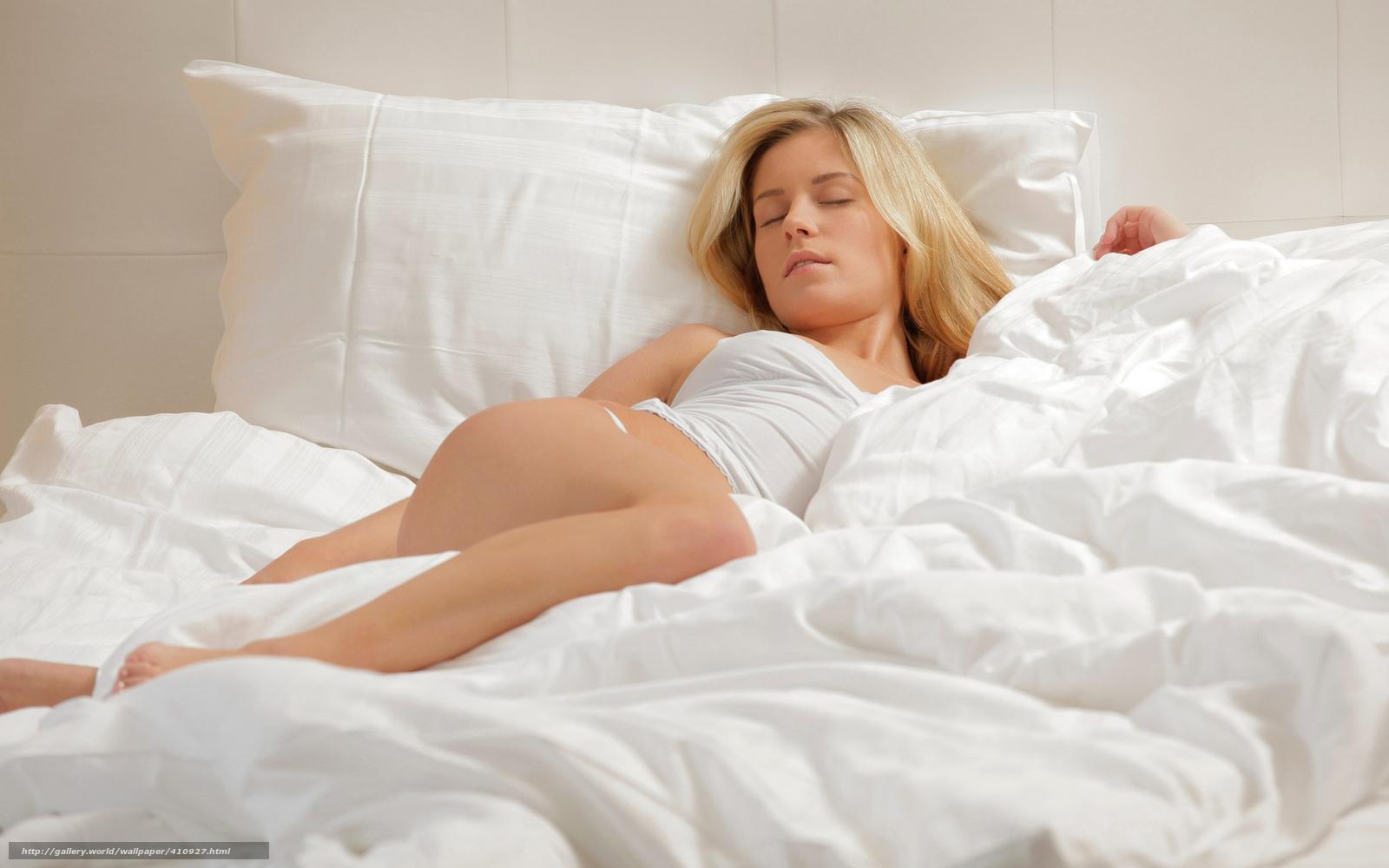 Фото девушек в кроватей блондинка 12 фотография