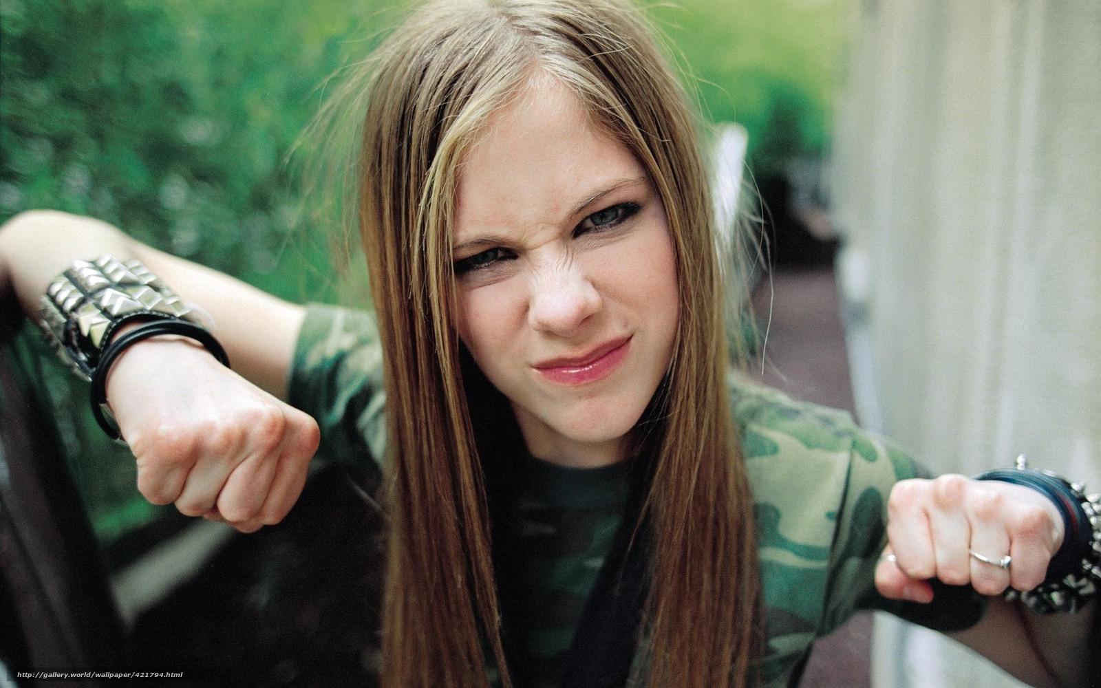 Фото как девушка покажет кулак 4 фотография