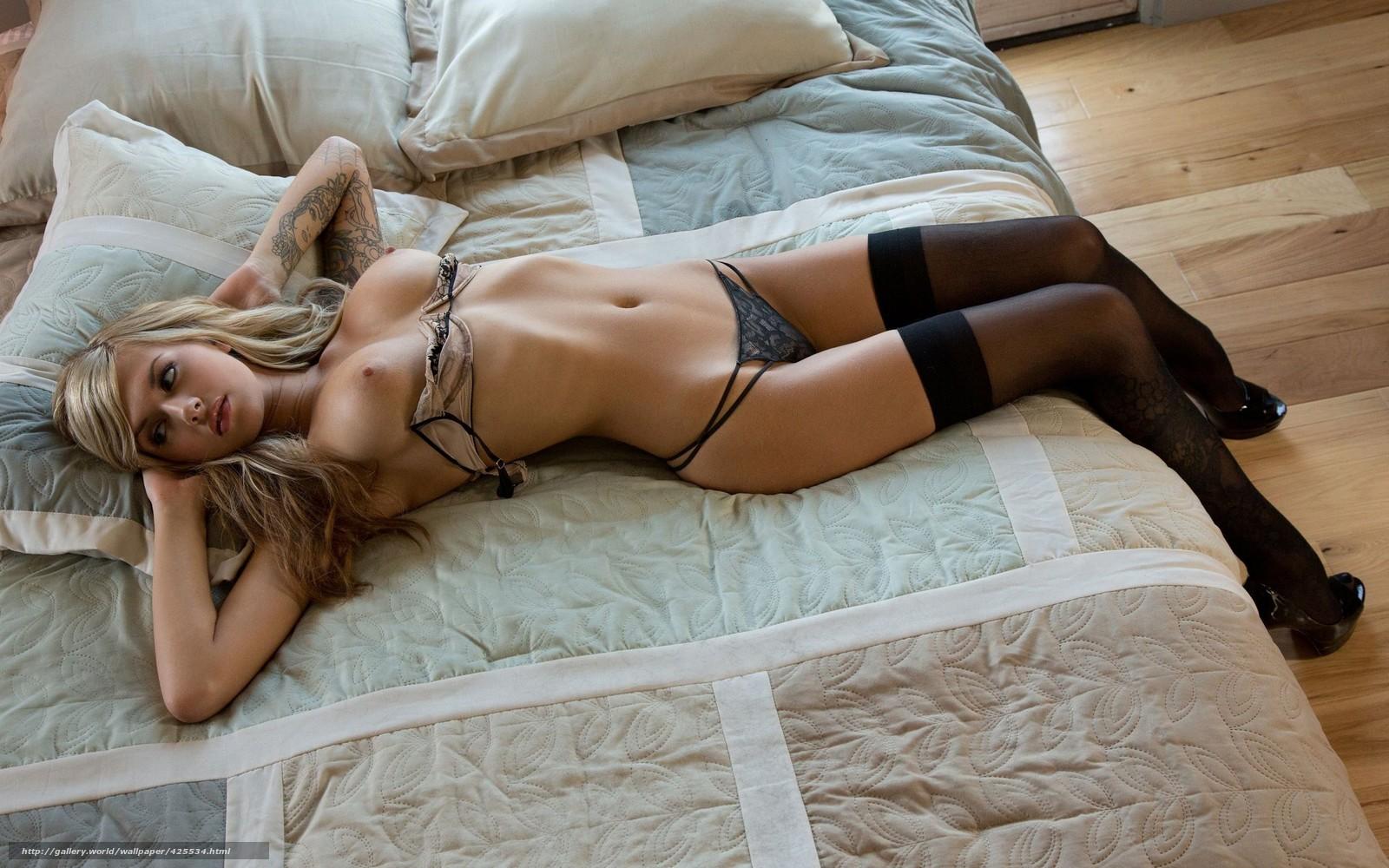 Фото девушка сидит в чулках изгибы формы 23 фотография