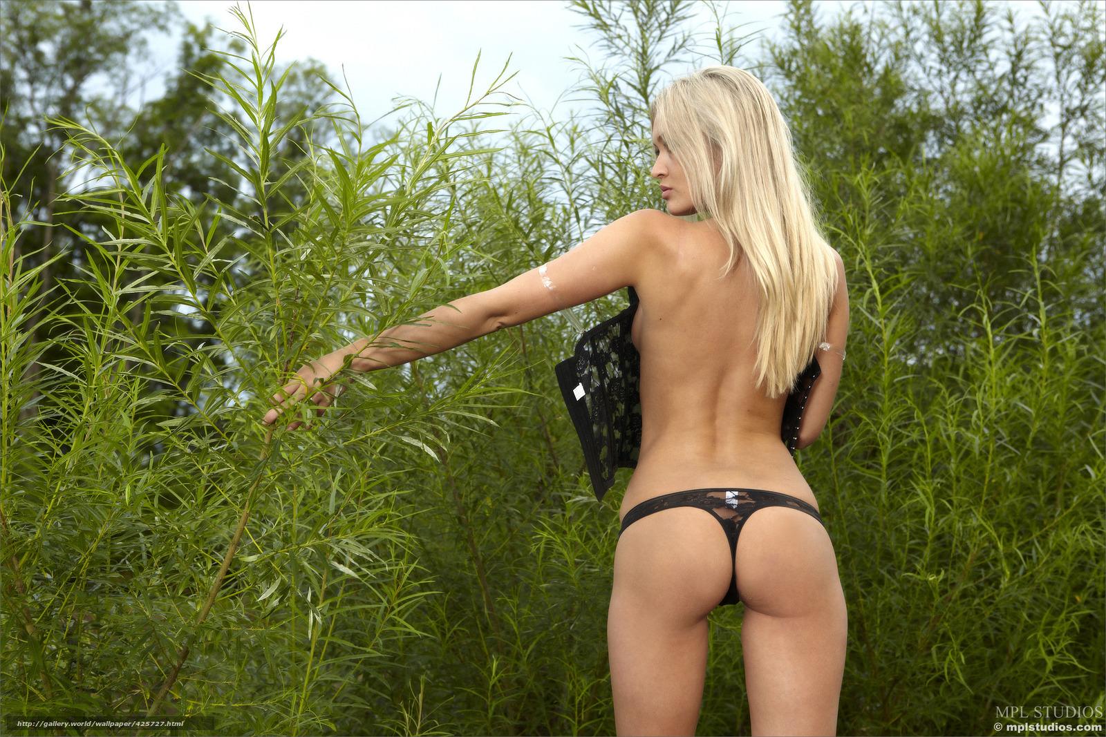 foto-golih-russkih-blondinok-v-kupalnike