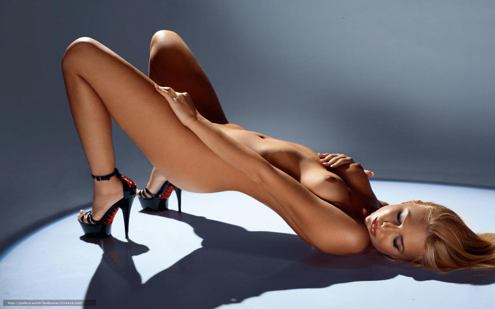 Голые модели на каблуках фото