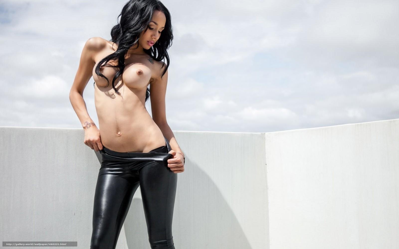 эротика девушки в леггинсах с большой красивой грудью