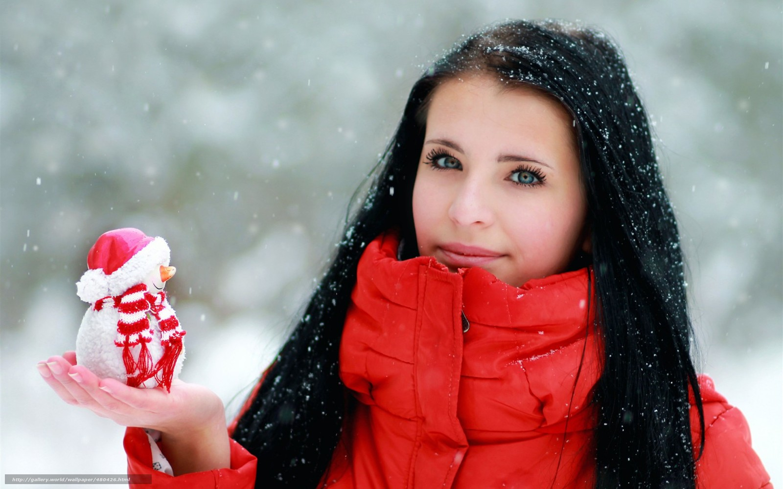 Фото девушки брюнетки лица на аву зимой