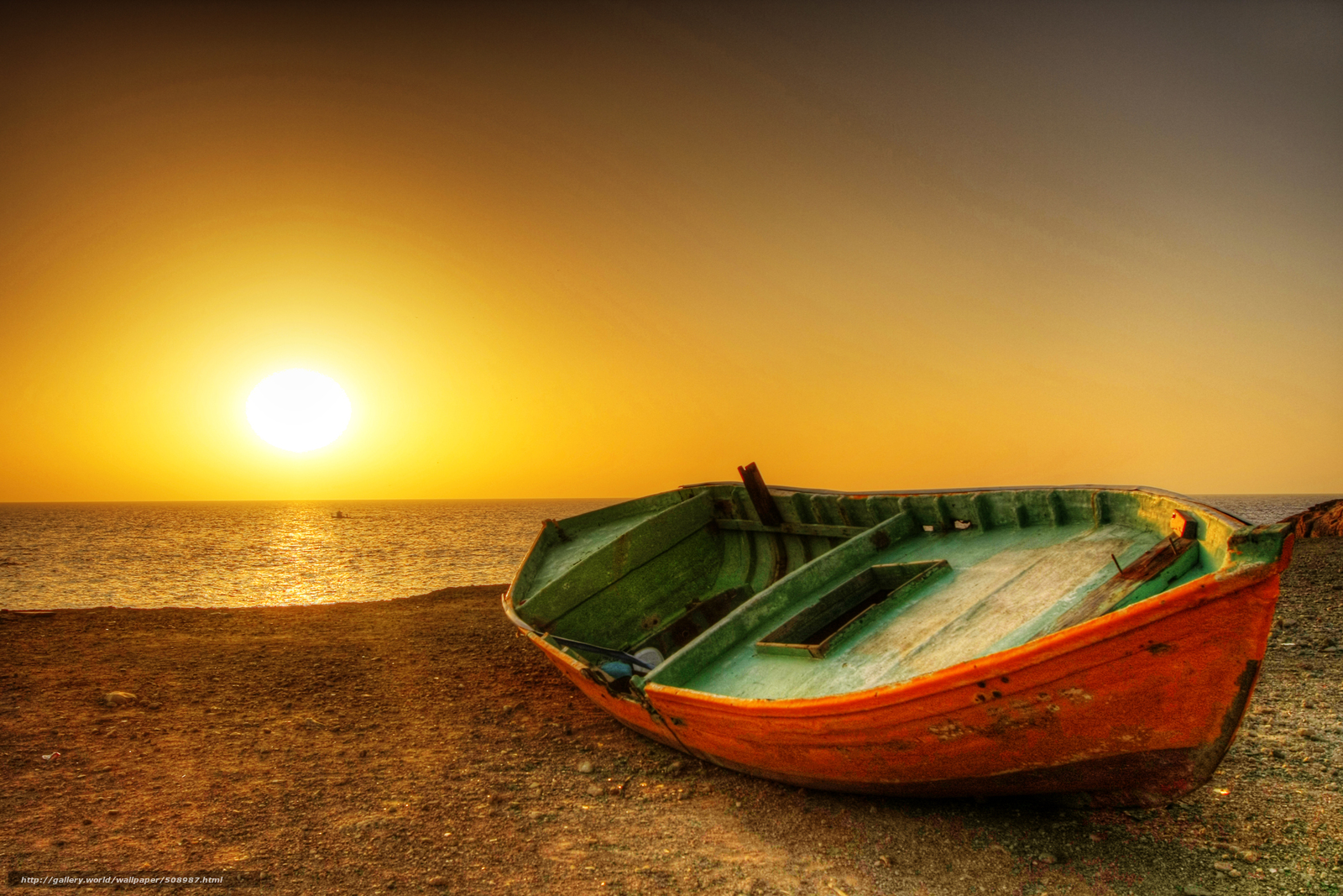 картина лодка на берегу на закате