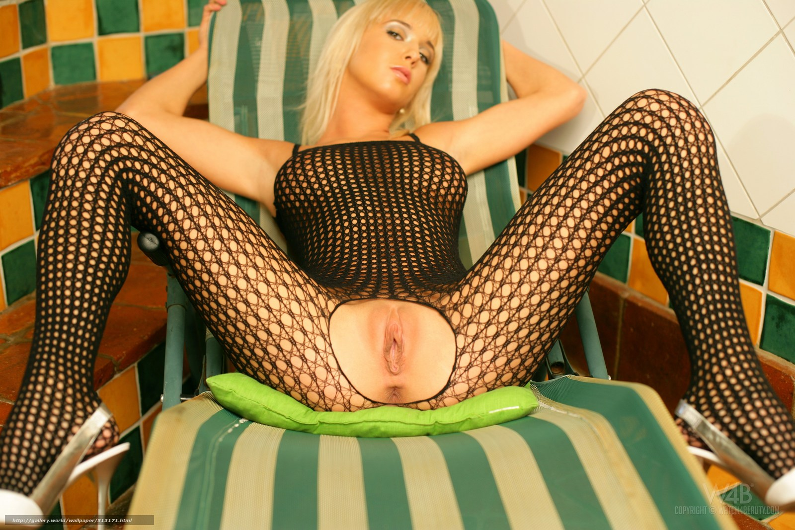Скачать девушек-блондинок в приватных эротических костюмах