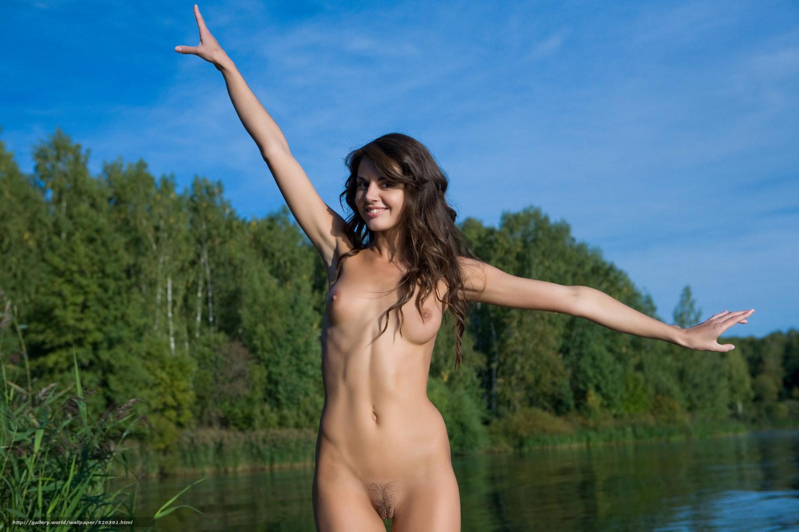 девушки на озере голые