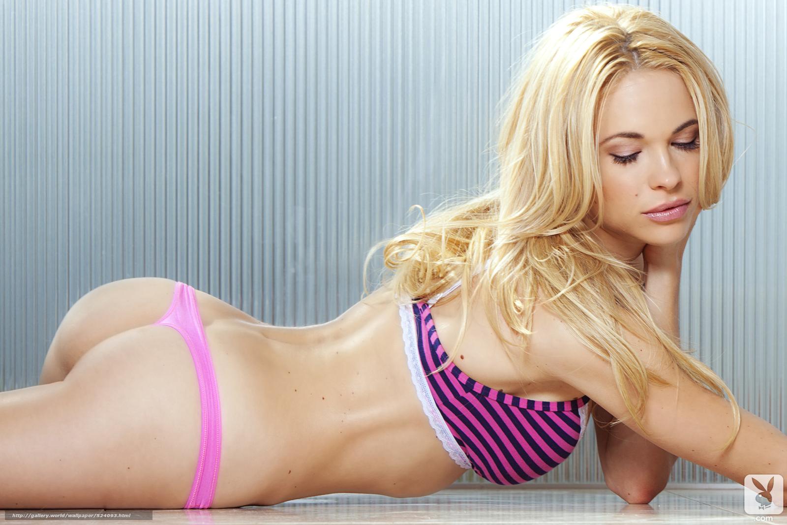 Стройная блондинка маструбирует 10 фотография