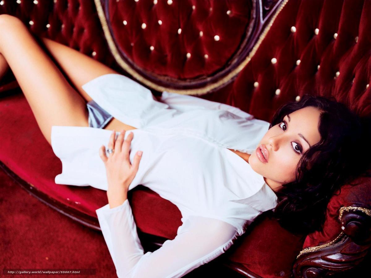 Джессика джейден на красном диване