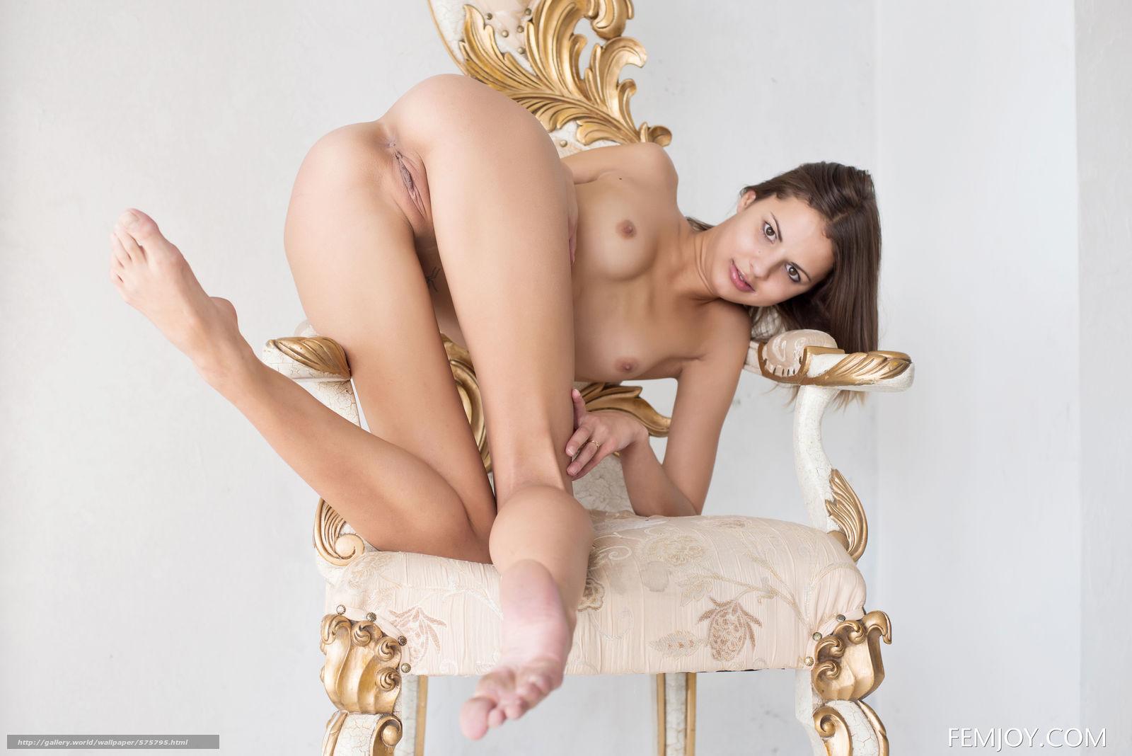 Фото телок на стуле 19 фотография