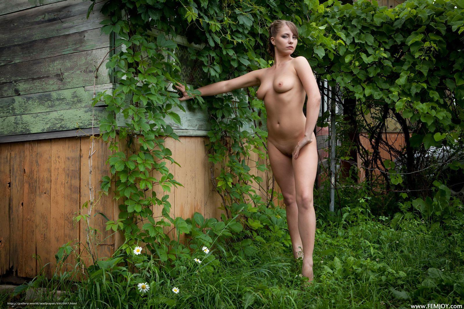 Эротическе фото девушек на даче 7 фотография
