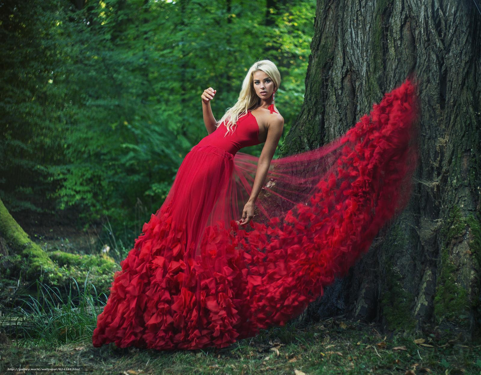 Скачать на телефон обои фото картинку на тему модель, поза, красное платье, платье, дерево, разширение 4728x3688