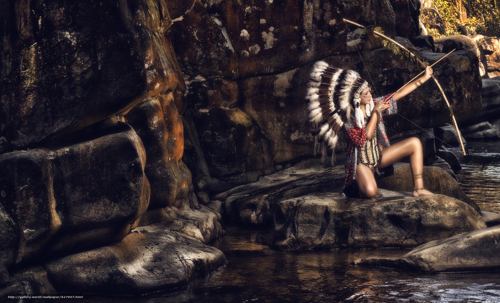 Скачать на телефон обои фото картинку на тему индианка, скво, лук, роуч, перья, камни, разширение 2048x1240