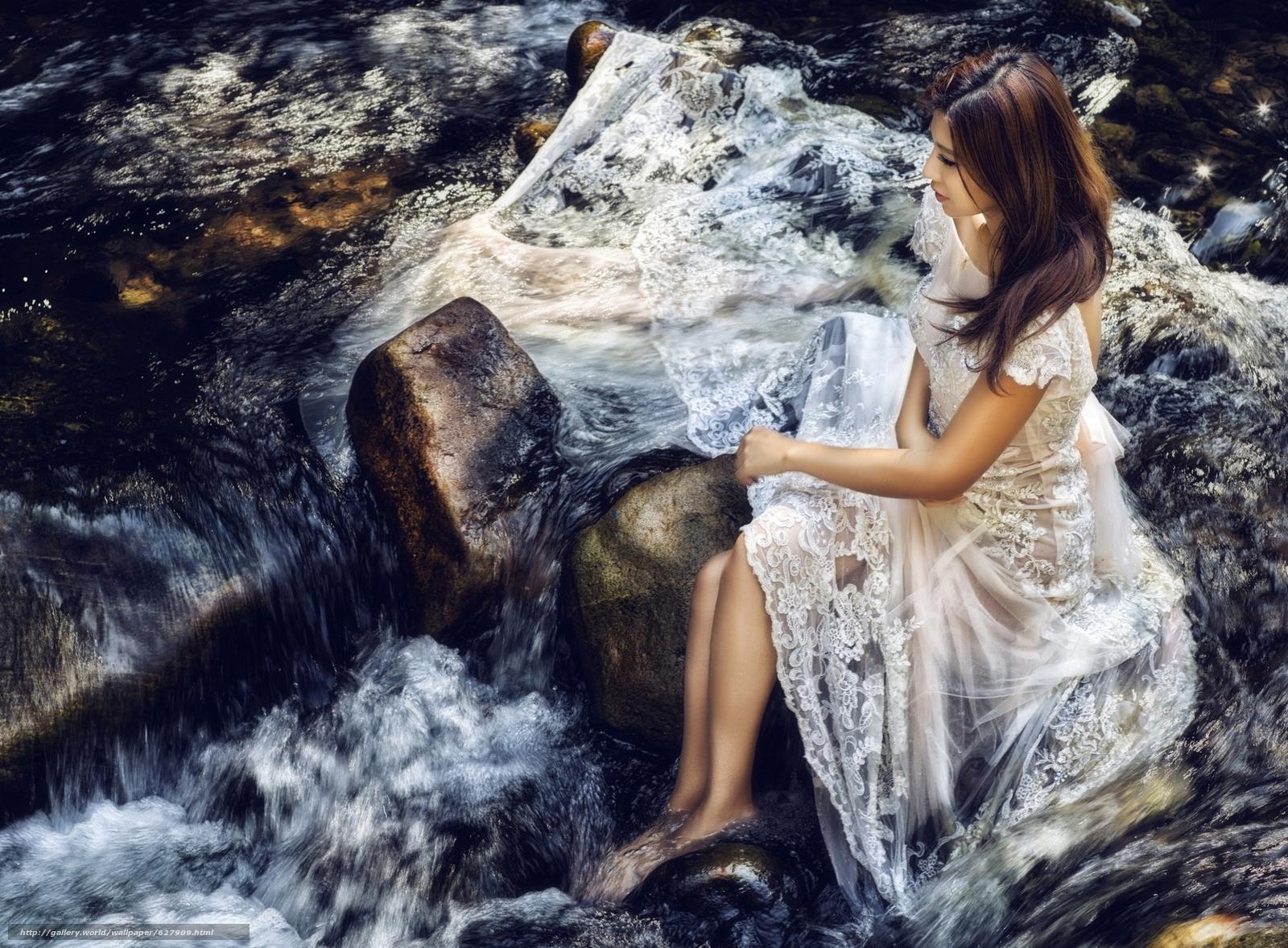 Скачать на телефон обои фото картинку на тему азиатка, невеста, платье, настроение, река, камни, разширение 1920x1414