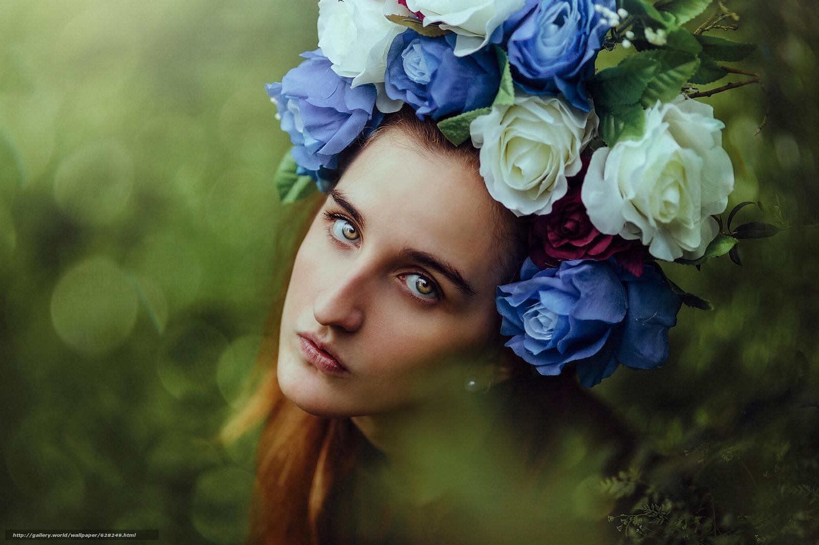 Скачать на телефон обои фото картинку на тему девушка, лицо, взгляд, портрет, венок, цветы, настроение, разширение 2048x1365