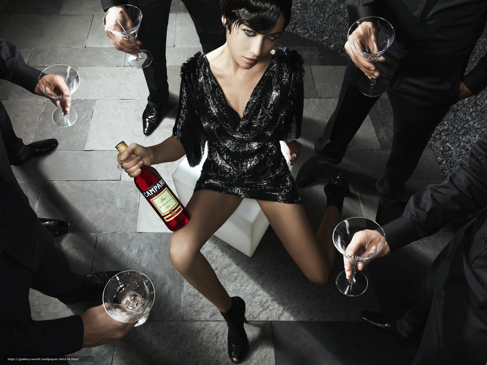 Фото красивых девушек с бутылкой 27 фотография