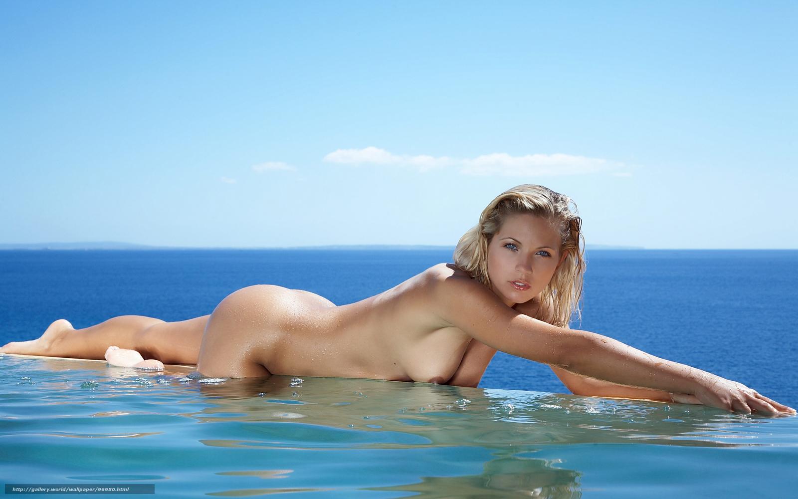 golie-telki-na-more