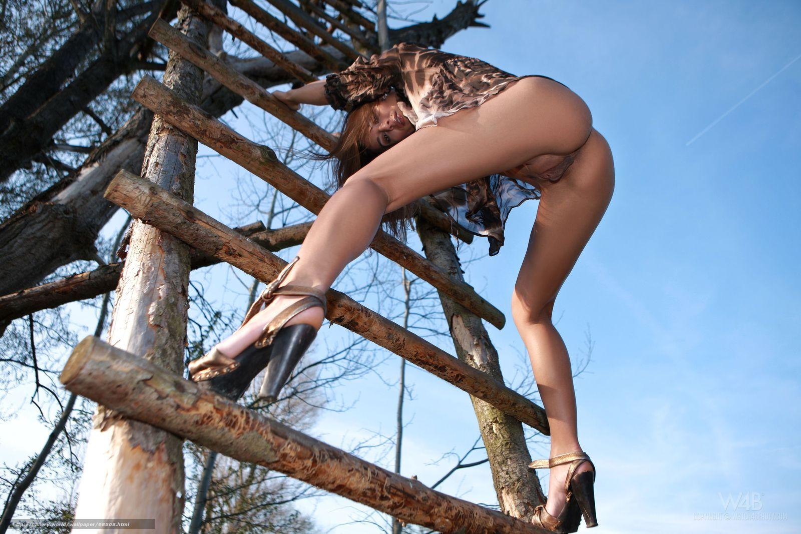 женщины голые вид снизу фото