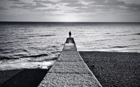 черно-белая, горизонт, человек, причал, берег, море