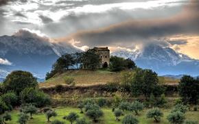 casa sulla collina, raggi di luce, nuvole, nuvole, verdura, montagna