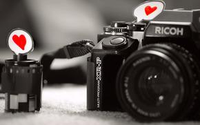 макро, любовь, сердце, чувство, бумага, черно-белые, фотоаппарат, камера, объектив, серый фон, пленка
